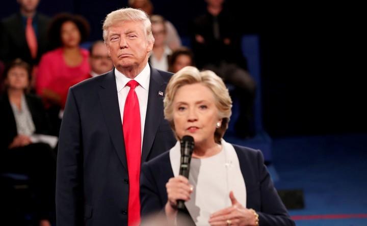 Hillary Clinton publica nuevo libro y llama a Trump
