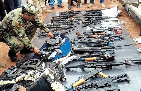 Armas confiscadas en Santa Cruz, su destino era Brasil.