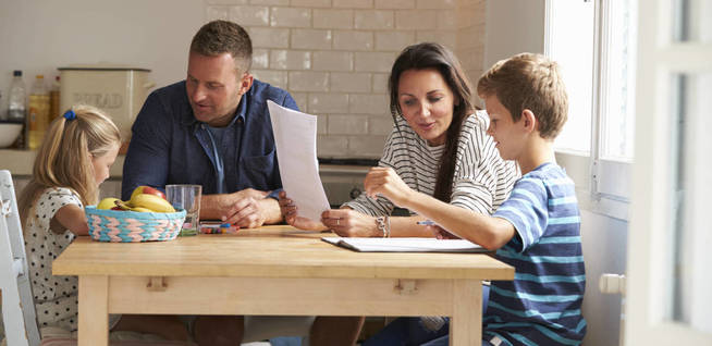 ¿Eres un padre sobreprotector? (iStock)