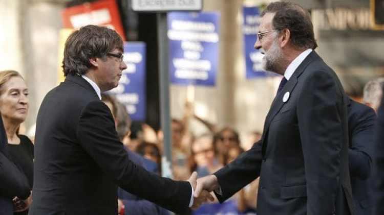 Carles Puigdemont y Mariano Rajoy en el comienzo de la marcha (AP)