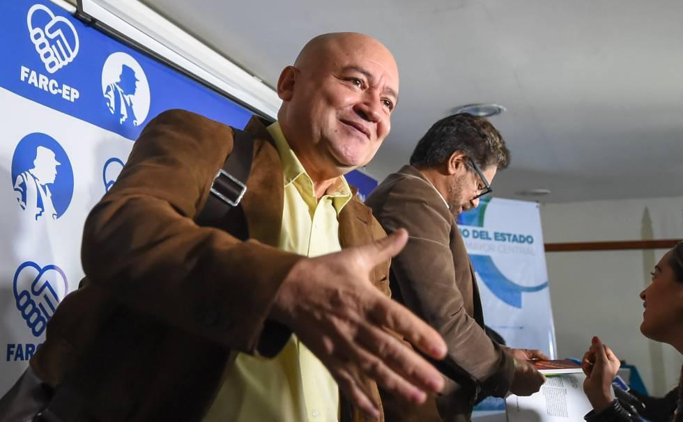 Los comandantes de las FARC, Carlos Antonio Lozada e Iván Márquez se preparan para el Congreso en Bogotá.