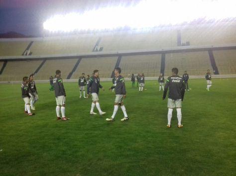 El entrenamiento de la selección boliviana esta noche en el Siles. Foto: @Marcas_LaRazono: