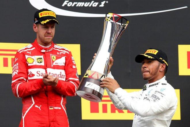 El alemán Sebastian Vettel (Ferrari) y el británico Lewis Hamilton (Mercedes). REUTERS/Francois Lenoir TPX IMAGES OF THE DAY