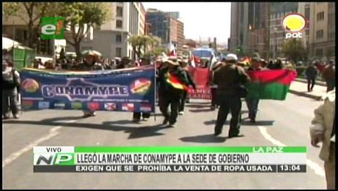 Microempresarios llegan a La Paz desde Patacamaya en demanda de ley contra la ropa usada