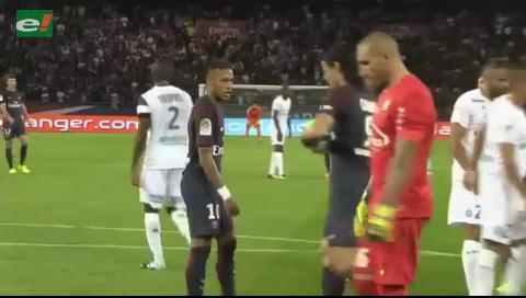 Neymar quiso patear el penal y Cavani no lo dejó