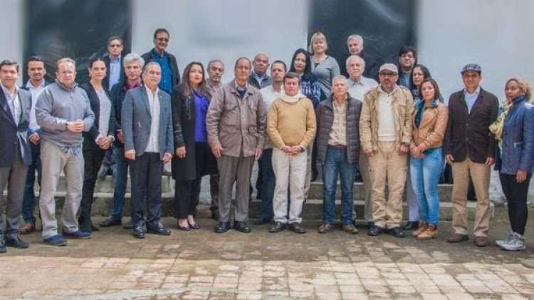 Negociadores del ELN junto a los del gobierno colombiano