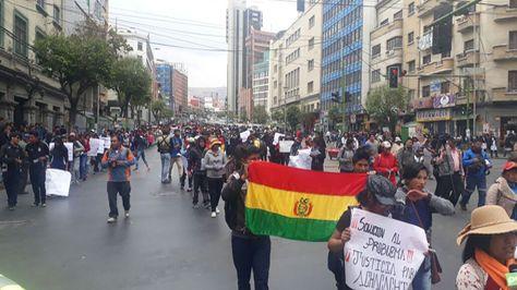 Protesta de estudiantes del municipio de Achacachi en La Paz.