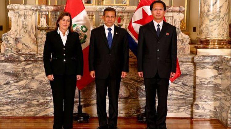 El entonces presidente Ollanta Humala recibió al embajador norcoreano en Lima, Kim Hak Chol, en 2013
