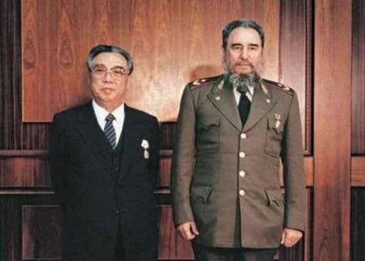 Kim Il-sung y Fidel Castro durante la visita del cubano a Corea del Norte en 1986