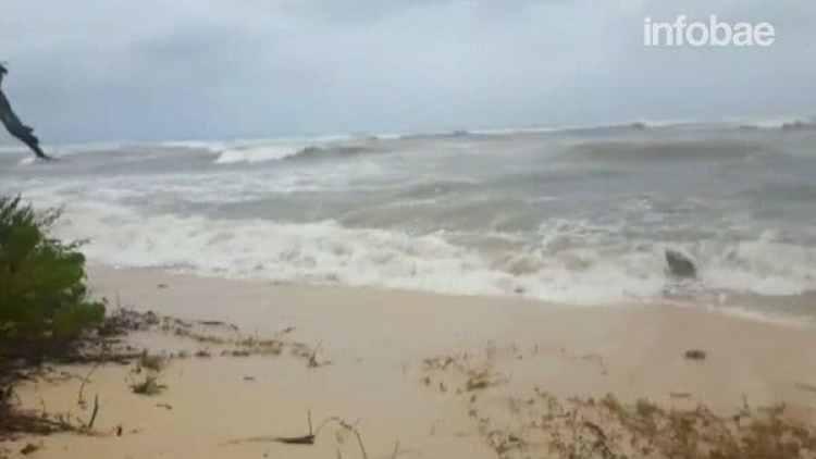 Las olas pueden alcanzar hasta siete metros de altura y su rompimiento supera la línea de la costa