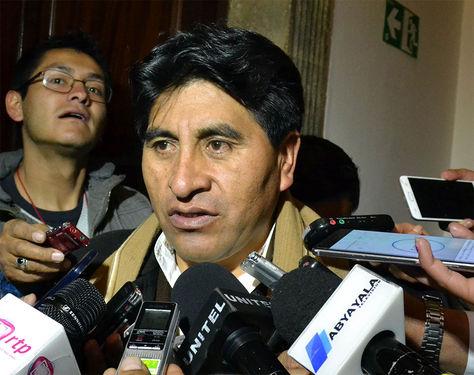 El ministro de Desarrollo Rural, Cesar Cocarico, en conferencia de prensa en Palacio de Gobierno.