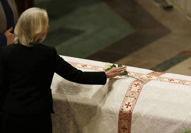 Quinn durante el funeral de su marido. (Reuters)