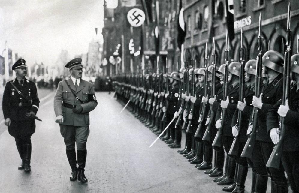 Foto: El Führer pasando revista. (Cordon Press)