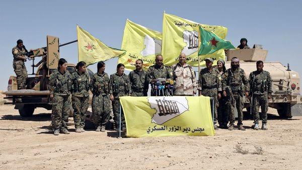 Una unidad de las tropas kurdas que avanzan hacia Deir Ezzor