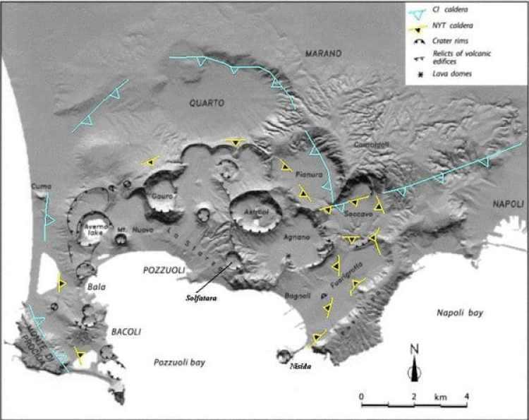 La zona volcánica d de los Campos Flégreos, cerca deNápoles. Es uno de los supervolcanes potencialmente más peligrosos del mundo.