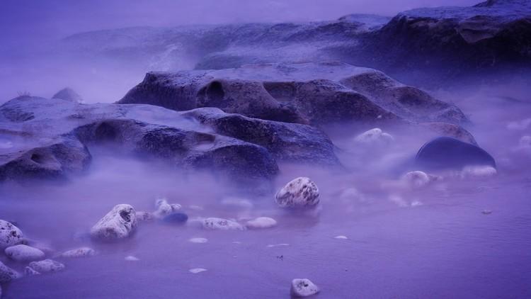 Un lago ruso se vuelve violeta y esta es la causa (Fotos)