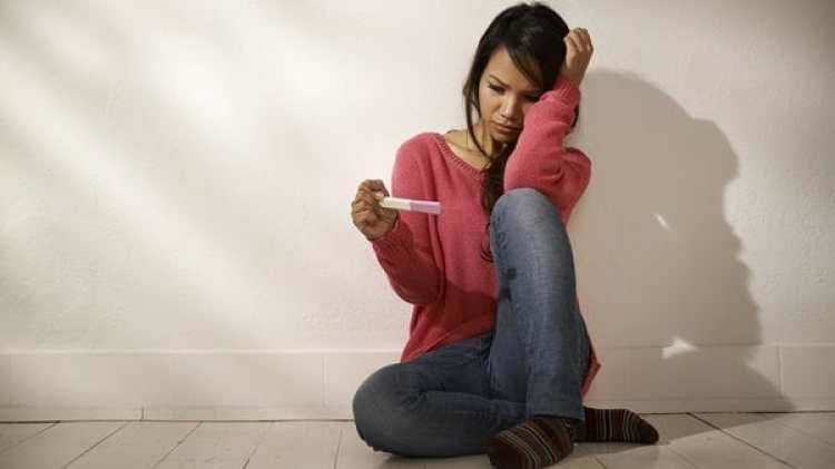 El embarazo adolescente es una preocupación en varios países (IStock)