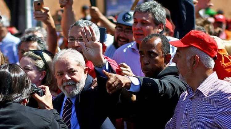 Lula da Silva llegando a los tribunales para su segunda declaración ante el juez Sergio Moro (AFP)