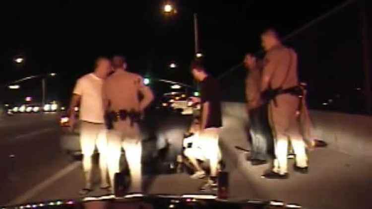 A pesar de estar gravemente herido, el oficial no se detuvo en ningún momento