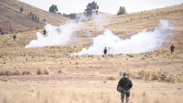La Policía interviene bloqueo en la carretera a Achacachi