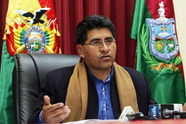 Resultado de imagen de El ministro de Desarrollo Rural y Tierras, César Cocarico,