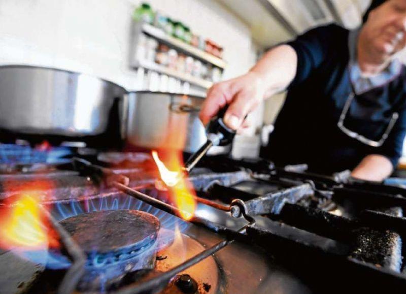 YPFB entrega red de gas domiciliario en el Plan Tres Mil