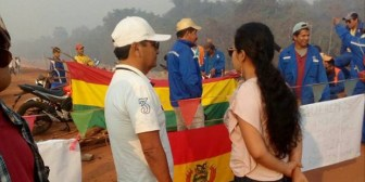 Beni. Trabajadores instalan bloqueo cansados de abusos de empresa china