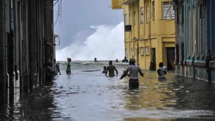 La Habana bajo el agua tras el huracán Irma (AFP)