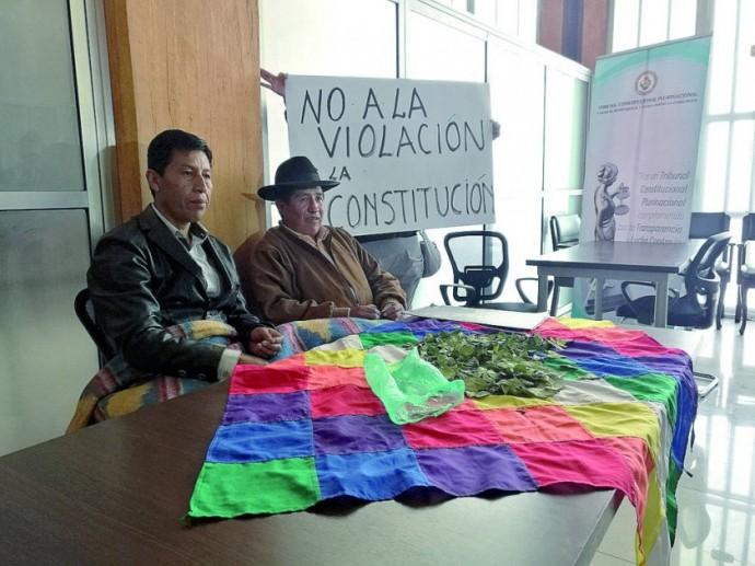 RECHAZO. Los legisladores opositores Edwin Rodríguez y Rafael Quispe, en su vigilia (izq.)