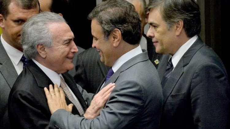 El presidente brasileño Michel Temer junto a Aécio Neves. (EFE)