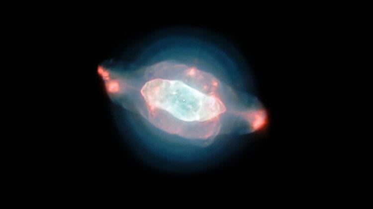 Astrónomos cartografían polvo y burbujas en la nebulosa Saturno