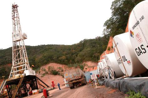 Trabajos en el pozo petrolero de Huacaya, Chuquisaca. Foto: archivo La Razón