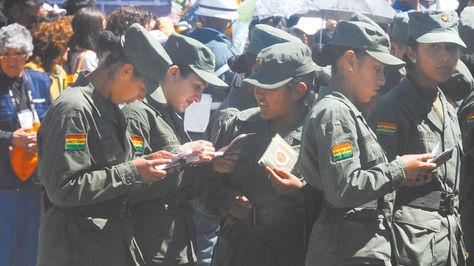 Jóvenes que prestan el servicio premilitar en Bolivia.