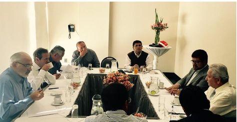 Reunión de expresidentes y líderes de oposición.