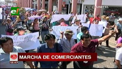 Gremiales del Plan Tres Mil marchan para exigir traslado