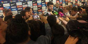 El catalán Piqué rompe a llorar, carga contra Rajoy y se ofrece a adelantar su adiós a la Selección