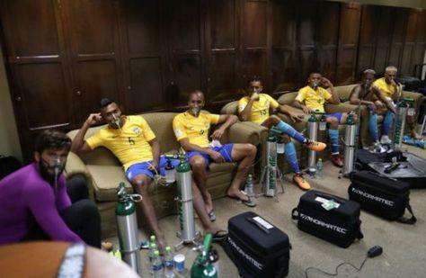 Los jugadores brasileños en su vestuario tras el encuentro en La Paz. Foto: depor.com