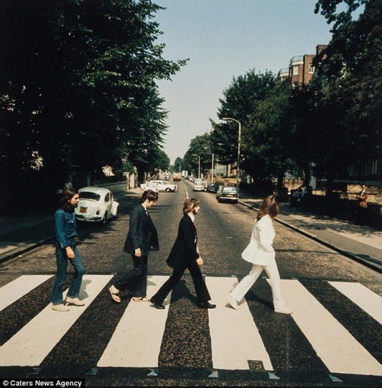 """Una de las fotos descartadas para la portada del álbum """"Abbey Road"""""""