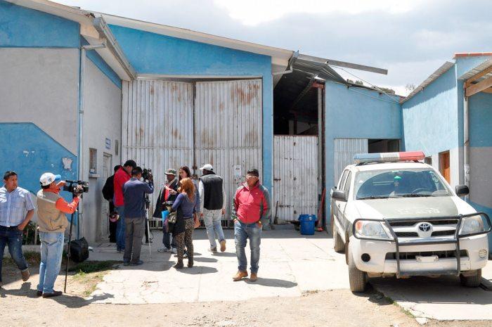 Familiares de los dos jóvenes se presentaron en la morgue para recibir el informe del médico forense.