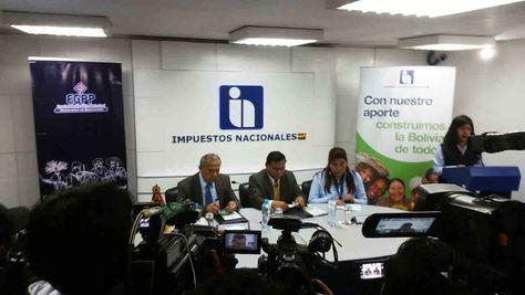 La conferencia de prensa del presidente del Servicio de Impuestos Internos (SIN), Mario Cazón.
