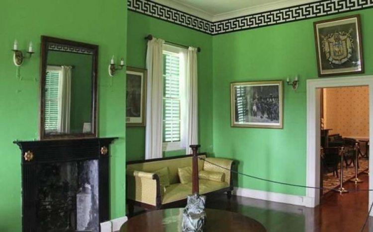 Interior restaurado de la casa de Napoleón en Longwood. Es también un museo que alberga unos 900 objetos que fueron del Emperador