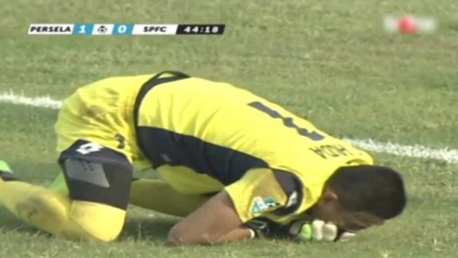 Tragedia en el fútbol: un arquero murió tras chocar con un compañero (Video)