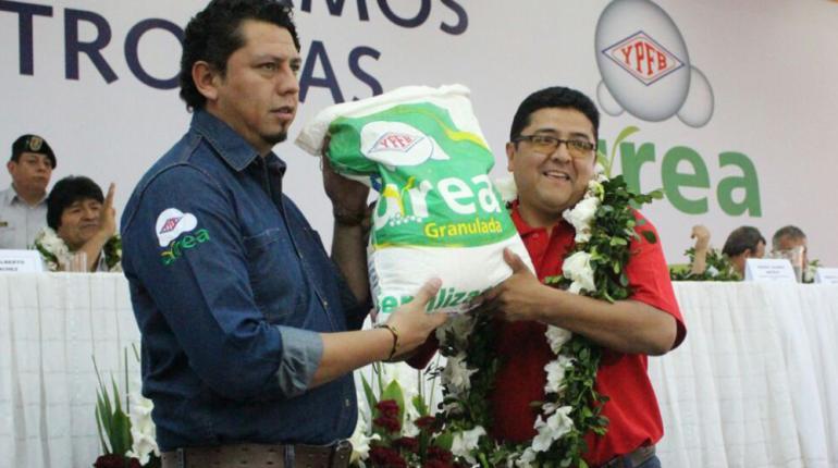 YPFB firma tres convenios para comercializar 14.000 toneladas de urea
