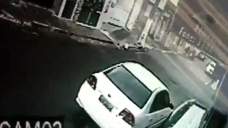 El auto estaba aparcado en la calle