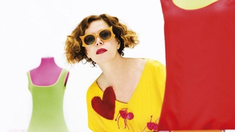 Presentó su primera colección en 1981, y cinco años después participó en su primer desfile de moda colectivo en París
