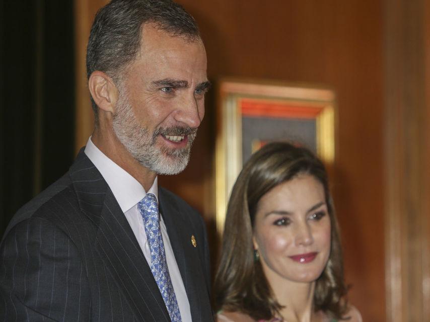 El rey Felipe VI junto a la reina Letizia este viernes en la recepción previa a la entrega de los premios Princesa de Asturias