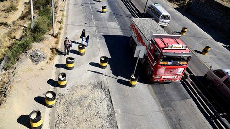 Trabajos de ampliación de la autopista La Paz-El Alto. Foto: La Razón