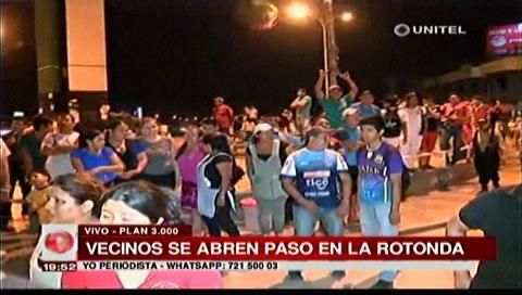 Vecinos abren paso en la rotonda del Plan Tres Mil tras enfrentamiento con gendarmes