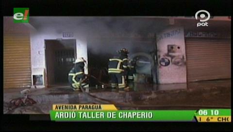 Bomberos sofocan incendió en un taller de chaperío y pintura
