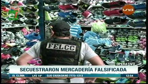 Decomisan calzados deportivos falsificados en la feria Barrio Lindo
